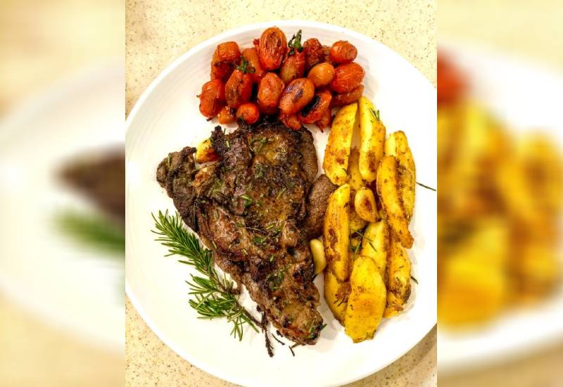 Easy recipe: Rib-eye steak with cherry tomatoes, potato wedges