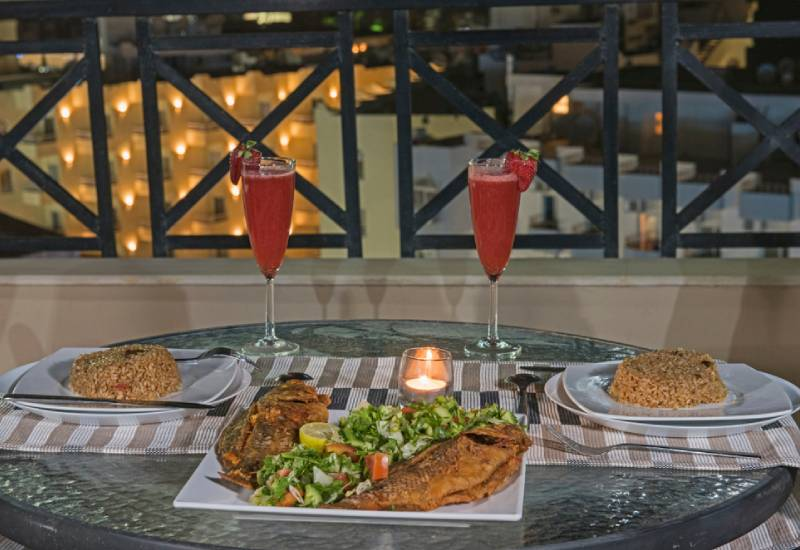 Dining: Set the mood with candles