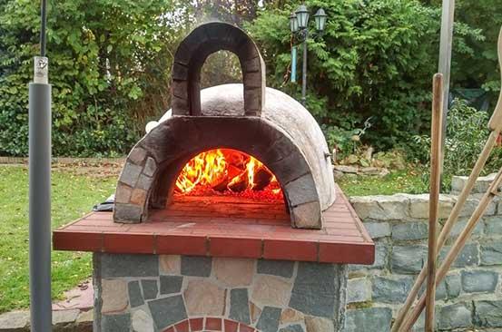 Kitchen gadget: Outdoor pizza oven