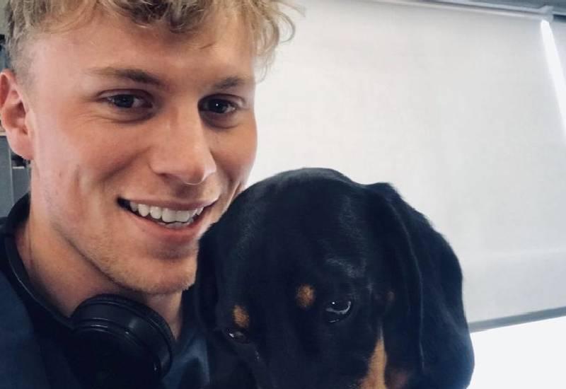 Tinder's 'most popular man' now helping single men find love online