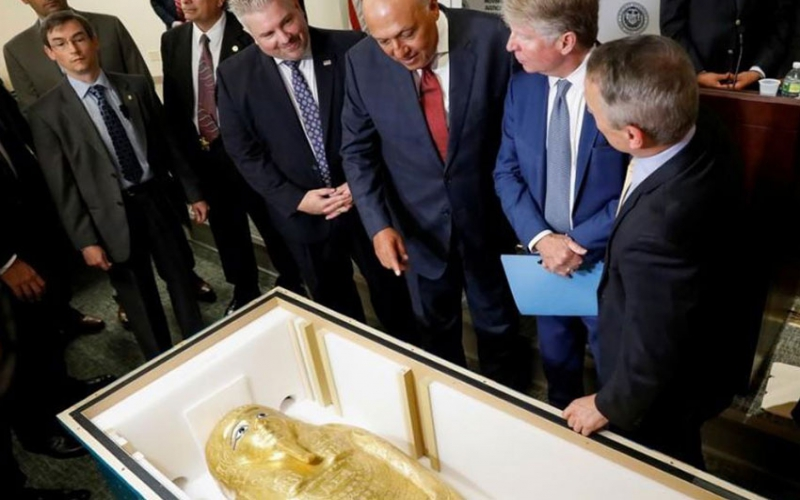 Looted gold coffin of ancient Egyptian priest goes home