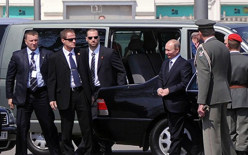 Vladimir Putin's glowing tribute to Robert Mugabe