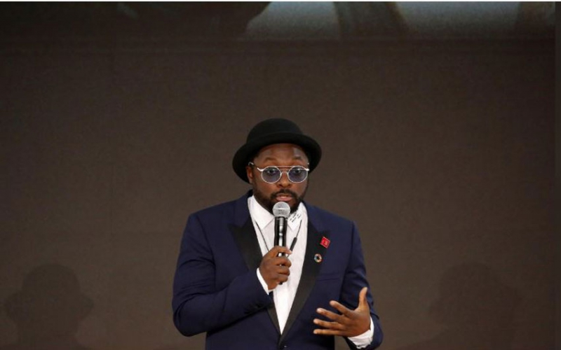 Airline urges rapper will.i.am to withdraw racism accusation against staffer