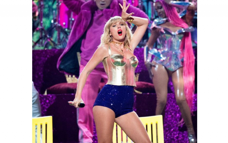 Taylor Swift can perform her songs at AMAs following record label row