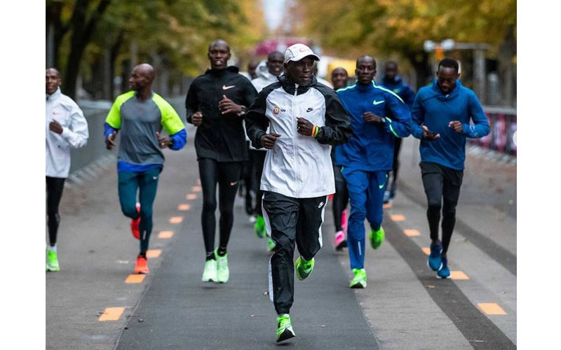 PHOTOS: Kipchoge jogs along INEOS 1:59 challenge track as family joins him in Vienna