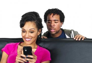 10 ways spouses hide clande names in phones