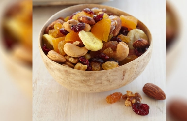 Four nutritious ways to eat nuts