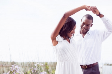 Men here are 20 signs that your girlfriend  is a keeper