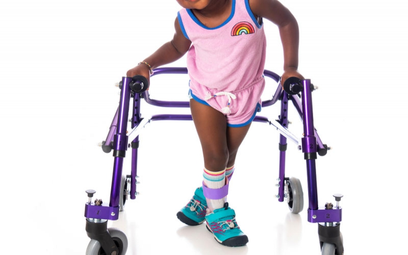 What are the early signs of cerebral palsy?