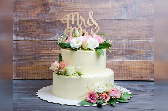 Six questions to ask your wedding cake baker