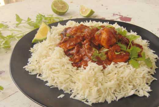 How to make yoghurt chicken curry with rice