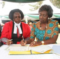 Charity Ngilu:Kenya's first female presidential candidate
