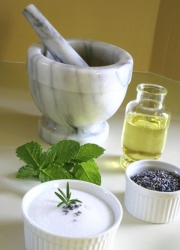 Fade acne scars with mint