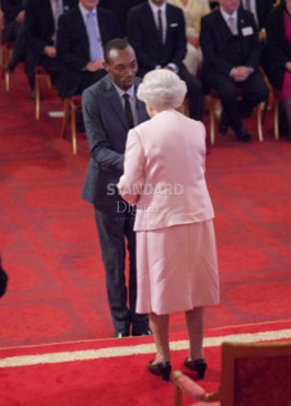Sammy Karuita receiving the queen's young leaders award.