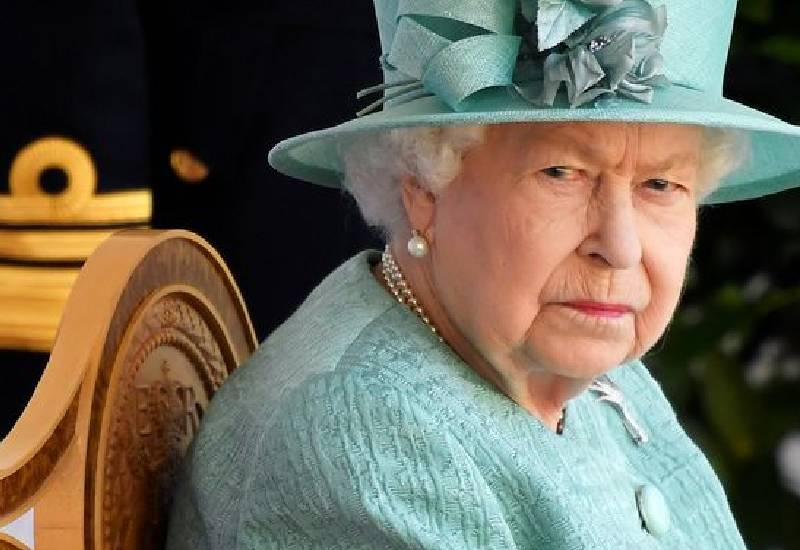 """The Queen """"told Harry 'you work for the monarchy, the monarchy doesn't work for you'"""""""