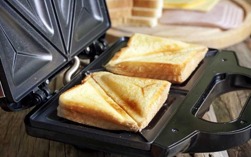 Kitchen Gadget: Sandwich toaster/maker