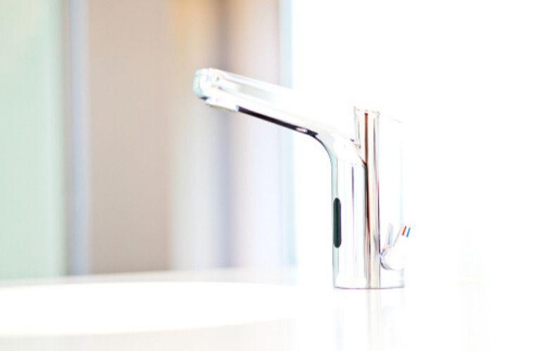 Kitchen gadget: Touch-free kitchen tap