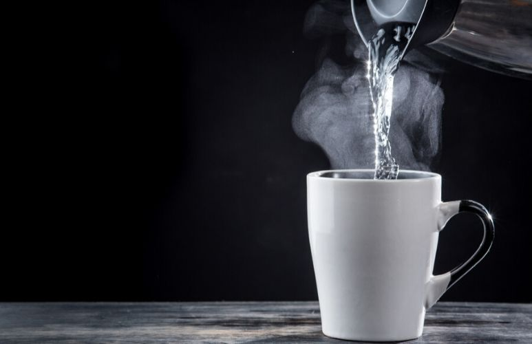 Six benefits of drinking hot water