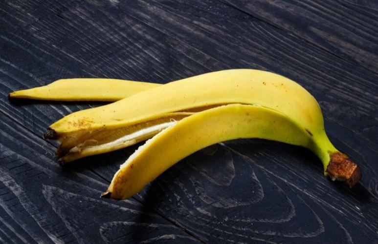 Six reasons why you shouldn't throw away banana peels