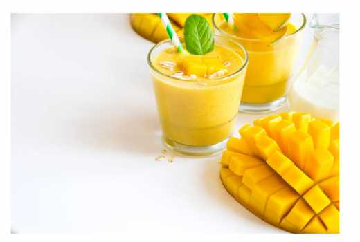 How to make a tropical fruit and milk smoothie