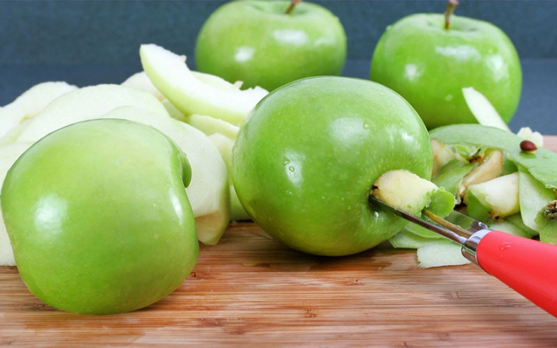 Kitchen gadget: Apple and pear corer