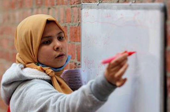 12-year-old Egyptian teaches neighbours during school closure