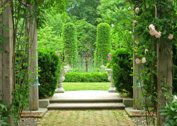 What makes English gardens tick