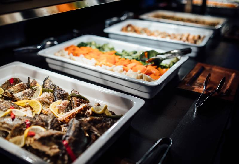 Pros and cons of a pescatarian diet