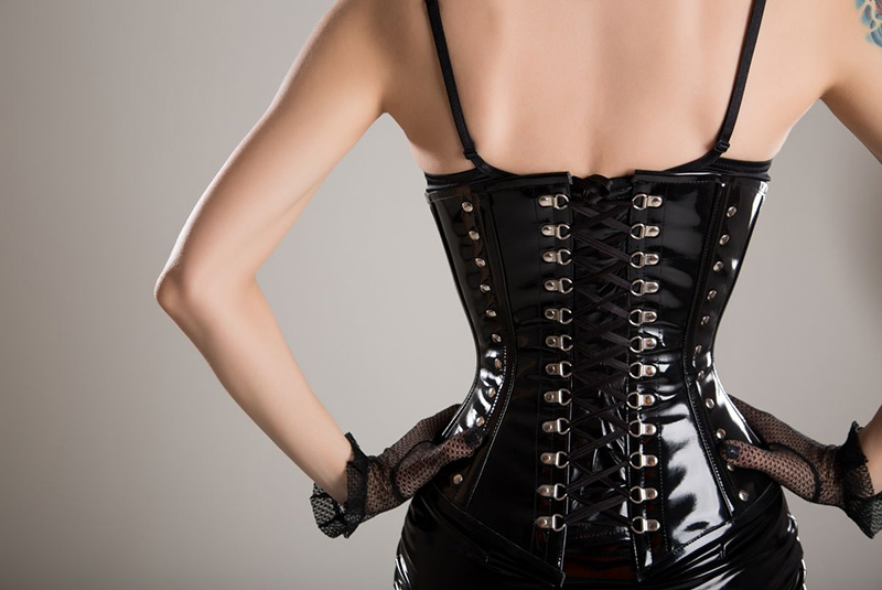 Five main reasons why men love women with small waists