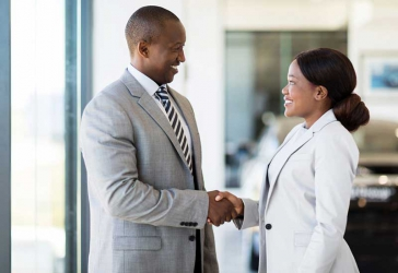 What men notice in a woman the first time they meet