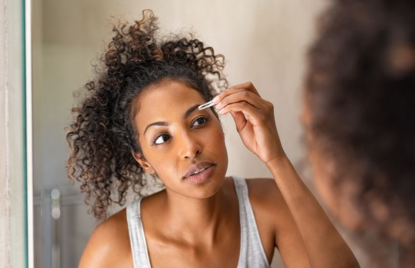 A beginner-friendly guide to tweezing your own brows