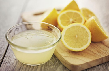 How to use lemon juice for hair growth and clearing dandruff