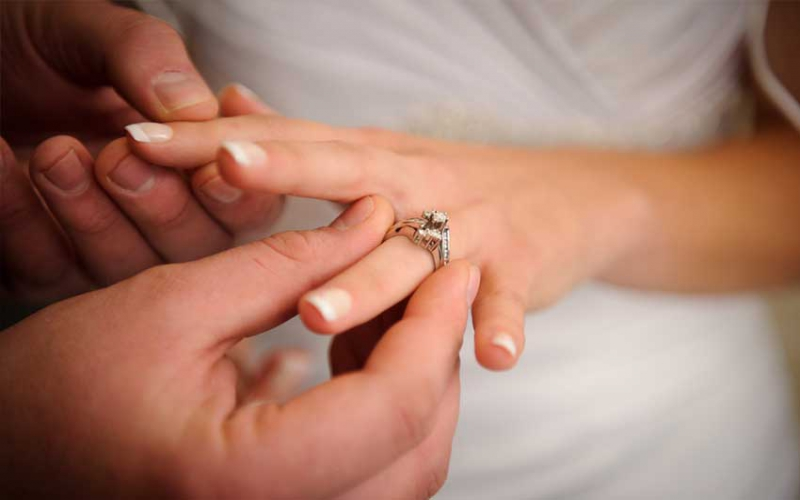 Engagement ring and wedding ring – do you need both?