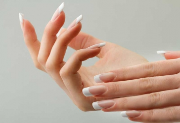 7 tips to strengthen your nails naturally
