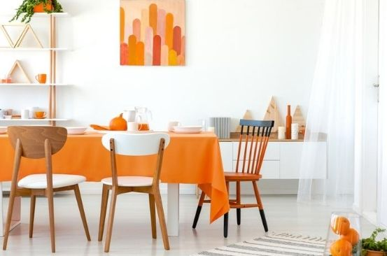 Home style: Orange in the dining room