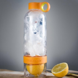 Girls and their gadgets: Citrus infused water bottle and Macoro robot cleaning ball