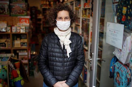 Struggling Parisian shops get creative to survive in second lockdown