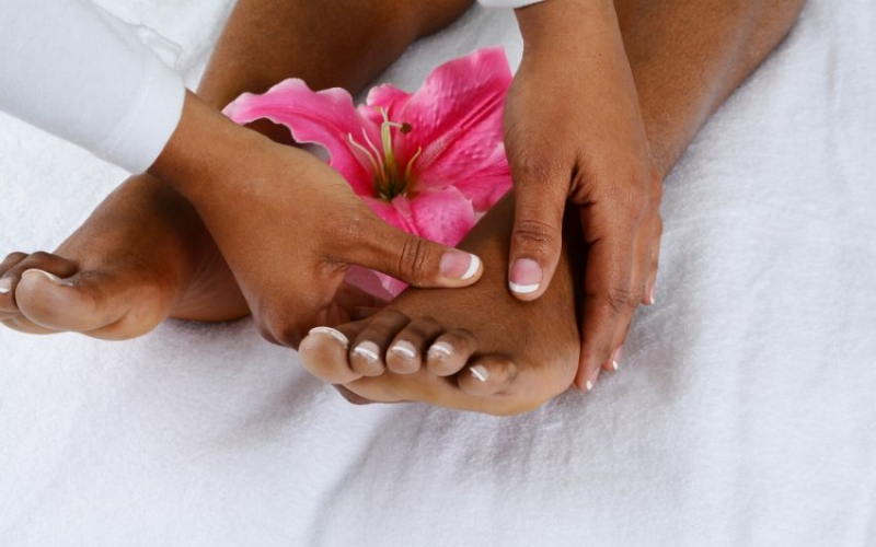 How to treat dry hands and cracked feet at home
