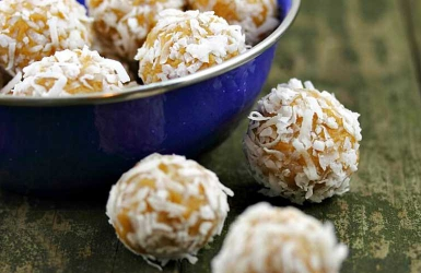 Try these delicious Peanut butter coconut balls