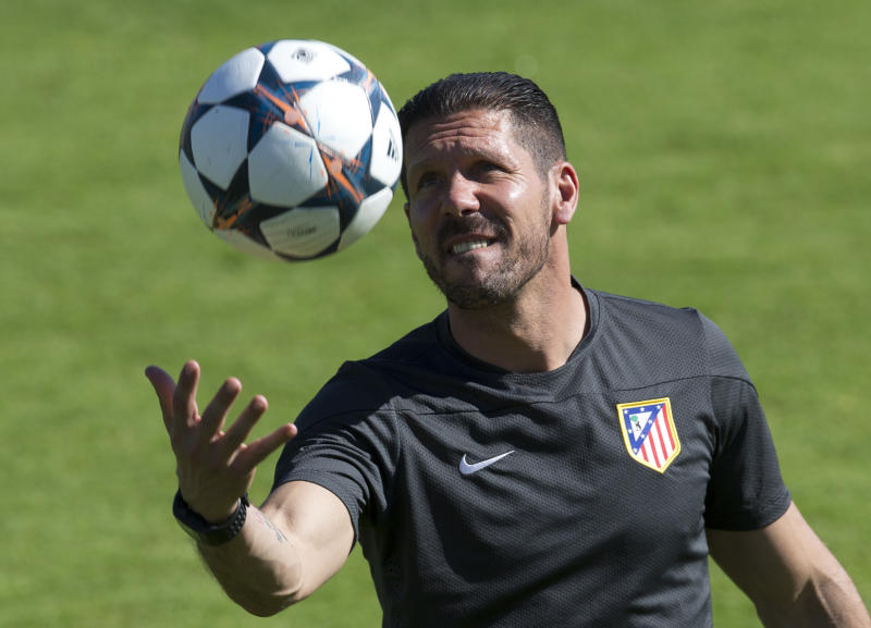Atletico Madrid extend contract of coach Simeone