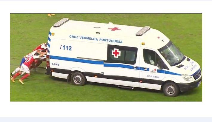 FC Porto and Braga players push ambulance off pitch after it gets stuck