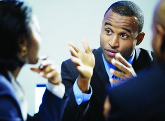 Non-verbal mistakes to avoid in job interviews