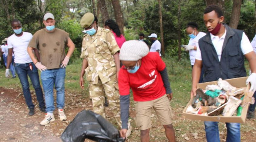 Tour operators work together to protect parks from plastic bags