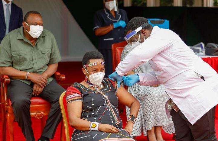 Uhuru receives first dose of AstraZeneca vaccine
