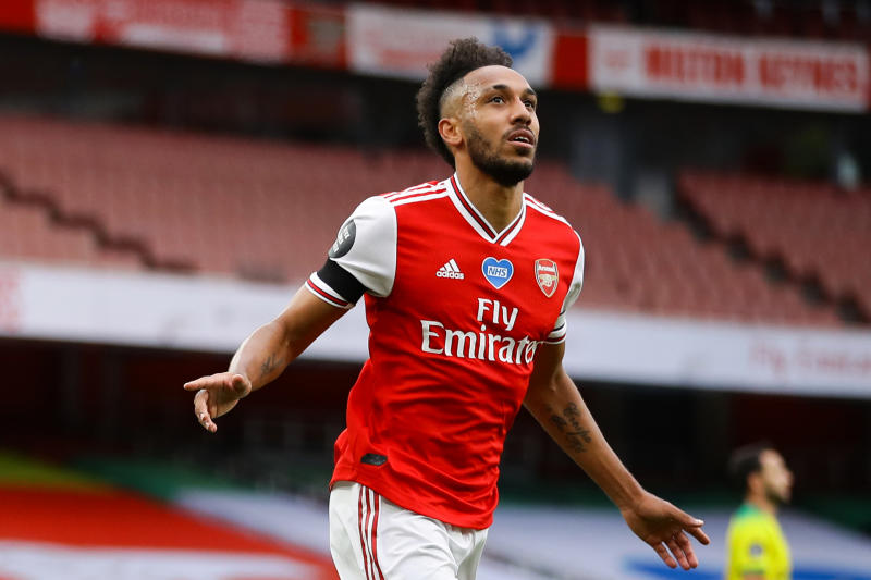 Aubameyang appears to confirm new Arsenal contract with social media move