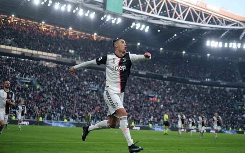 Cristiano Ronaldo 'set to be offered new Juventus contract' until 2024