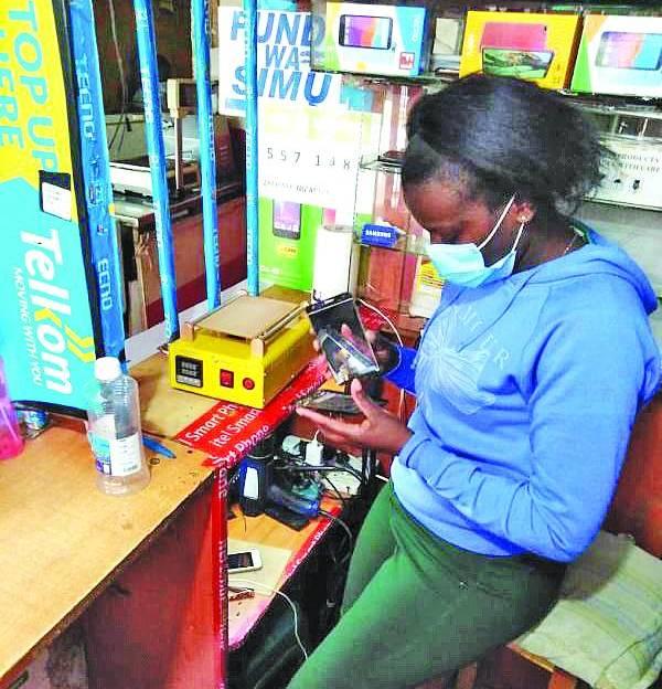 Female phone fundi takes Thika town by storm