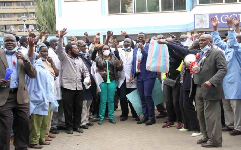 KNH employees walk out on patients to push for high pay