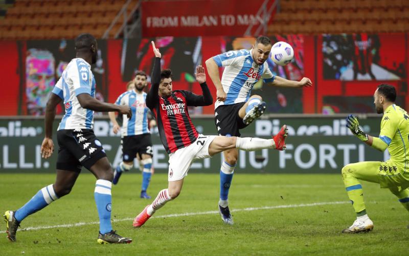 Napoli strike blow to AC Milan title hopes