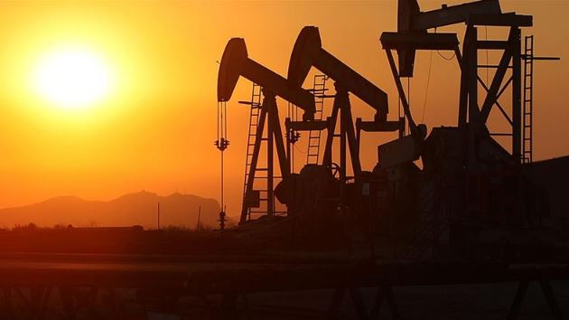 Oil prices collapse on storage fears, Asia equities mixed